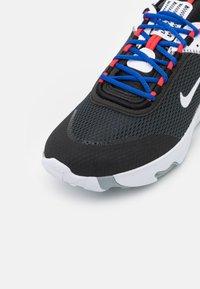 Nike Sportswear - REACT LIVE UNISEX - Sneakers basse - grey fog/game royal/platinum tint/iron grey - 5