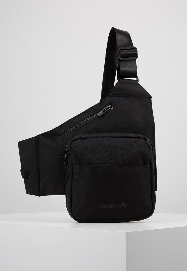 TRIANGLE BAG - Sac bandoulière - black