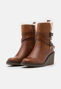 Wallis - AMANDA - Wedge Ankle Boots - cognac - 2