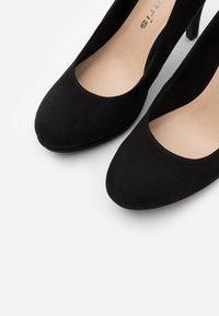 Tamaris - COURT SHOE - Zapatos altos - black - 5