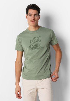 FADED FRONT PRINT  - T-shirt z nadrukiem - khaki