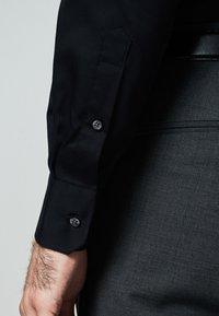 MICHAELIS - SLIM FIT - Zakelijk overhemd - zwart - 2