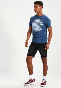 Redefined Rebel - OSLO DESTROY  - Denim shorts - sbit black - 1