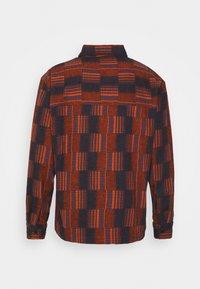 Henrik Vibskov - MATCH BOX - Košile - dark orange - 1
