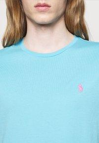 Polo Ralph Lauren - CUSTOM SLIM FIT CREWNECK - Basic T-shirt - french turquoise - 4