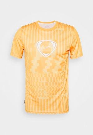 DRY - Print T-shirt - saturn gold/pollen/white