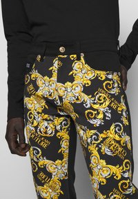Versace Jeans Couture - TELO NEW LOGO - Jeans slim fit - nero - 6