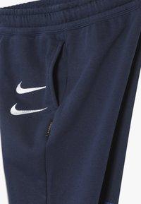 Nike Sportswear - Teplákové kalhoty - midnight navy/white - 4