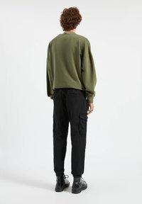 PULL&BEAR - Cargo trousers - mottled black - 2