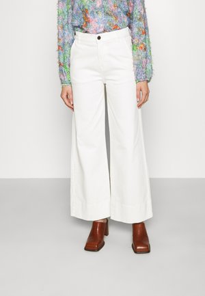 KERSEE FRENCH CROPPED - Flared Jeans - ecru