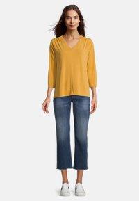 Betty & Co - MIT 3/4 ARM - T-shirt à manches longues - golden glow - 1