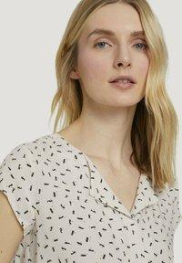 TOM TAILOR - WITH FEMININE NECKLINE - Bluser - beige geometrical design - 3