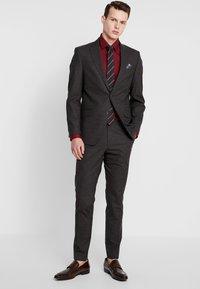 Bugatti - SUIT SLIM FIT - Kostym - brown - 0