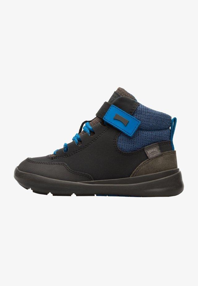 Zapatillas altas - multicolor