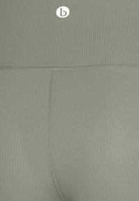 Cotton On Body - POCKET BIKE SHORT - Punčochy - steely shadow - 6