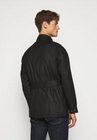 Barbour International - SLIM INTERNATIONAL WAX JACKET - Lehká bunda - black - 2