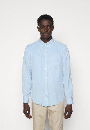 MANZA SLIM - Shirt - light blue