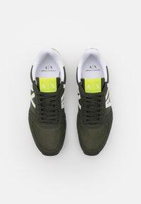 Armani Exchange - RETRO RUNNER - Sneaker low - fango/offwhite - 3