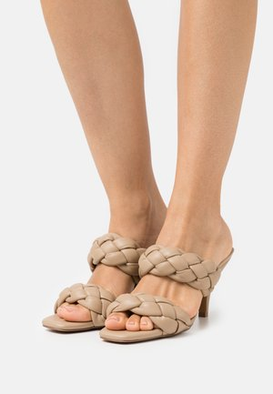 BRAIDED WEDGE MULES - Heeled mules - beige