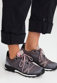 Columbia - SATURDAY TRAIL - Trousers - black - 3