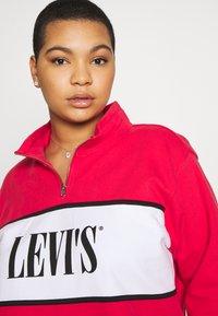 Levi's® Plus - LOGO - Collegepaita - brilliant red - 3