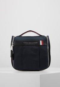 Tommy Hilfiger - ELEVATED HANGING WASHBAG - Weekend bag - blue - 0