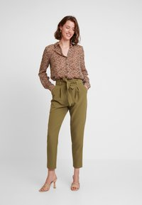 Vero Moda - VMAMELIA FOLD UP - Button-down blouse - tortoise shell - 1