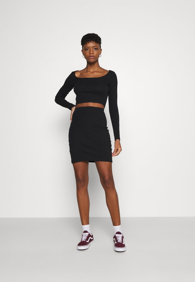 SET - Boat neck long sleeves crop top with mini high waisted skirt - Minisukně - black