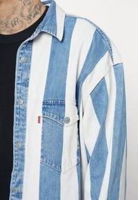 Levi's® - BARSTOW WESTERN UNISEX - Shirt - blue denim/white - 4