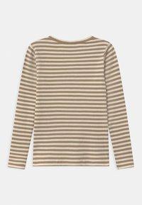 Name it - NMMTARTU - Langærmede T-shirts - kelp - 1