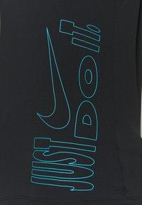 Nike Performance - ICON CLASH MILER  - T-shirts med print - black/chlorine blue - 5