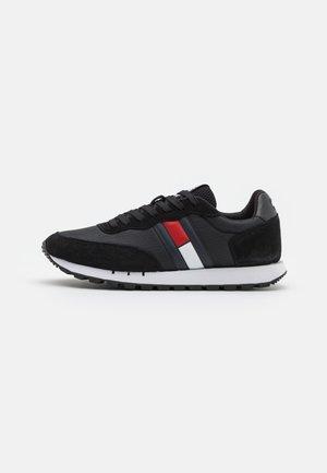 RETRO RUNNER - Trainers - black