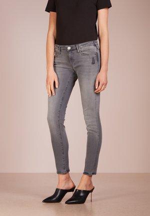 NEW HALLE SUPERSTRETCH - Jeans Skinny Fit - grey denim