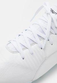 Puma - KING PRO FG - Voetbalschoenen met kunststof noppen - white - 5