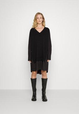 RADISH - Gebreide jurk - black