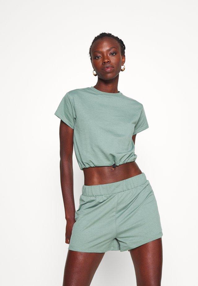 SET Sweat&short - Basic T-shirt - green