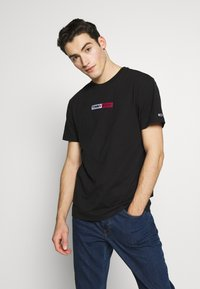 Tommy Jeans - EMBROIDERED LOGO TEE - Print T-shirt - black - 0