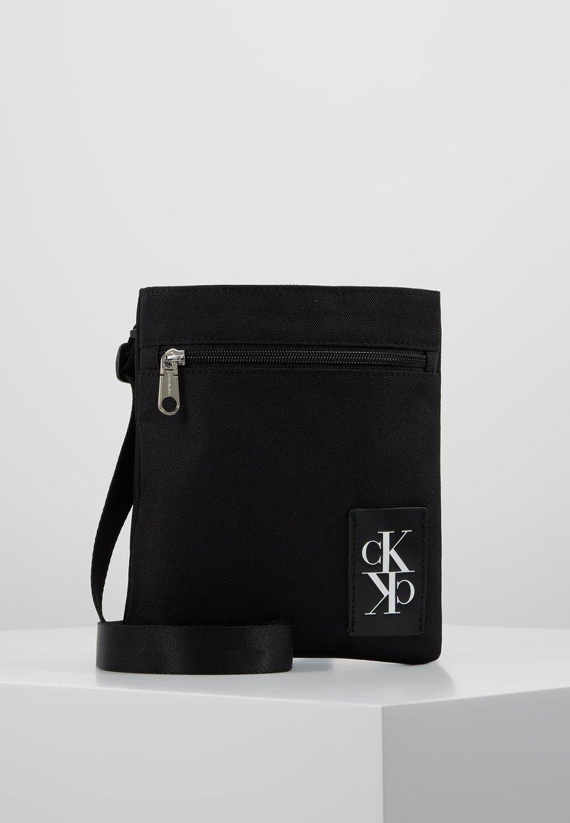 Calvin Klein Jeans - SPORT ESSENTIALS MICRO FLAT PACK - Skulderveske - black