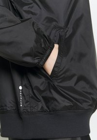 Under Armour - RECOVER SHINE CREW - Sweatshirt - black - 5