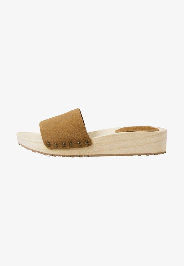 Sandalen met sleehak - brown