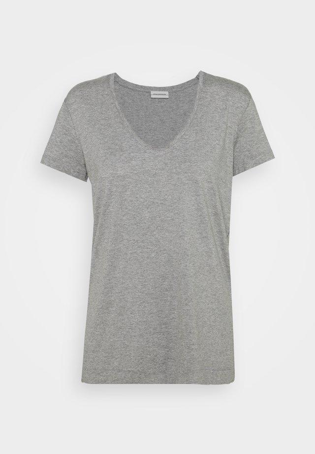 FEVIA - T-shirt basic - med grey