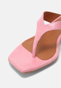 ÁNGEL ALARCÓN - T-bar sandals - almeras dumas - 7