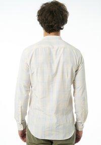Auden Cavill - Formal shirt - hellgelb - 1
