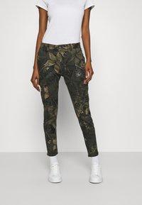 Desigual - PANT CARGO - Pantalon classique - olive - 0