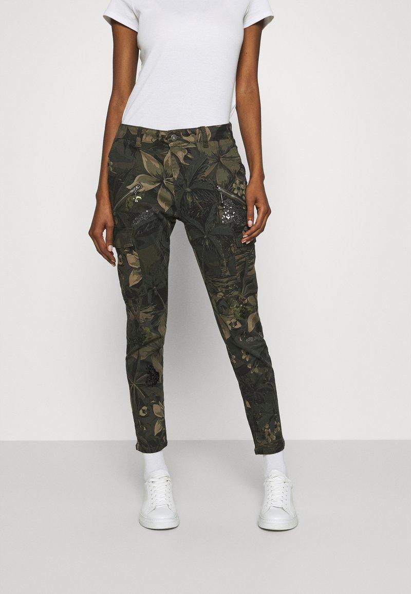 Desigual - PANT CARGO - Pantalon classique - olive