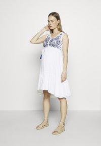 Mara Mea - RICKSHAW RIDE  - Denní šaty - white - 1