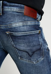 Pepe Jeans - HATCH - Jeansy Slim Fit - dark used - 5