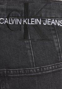 Calvin Klein Jeans - MOM - Zúžené džíny - denim black - 6
