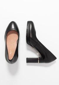 Tamaris Heart & Sole - COURT SHOE - Lodičky na vysokém podpatku - black - 3