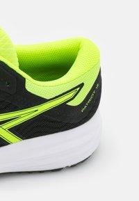 ASICS - PATRIOT 12 - Stabilni tekaški čevlji - black/safety yellow - 5
